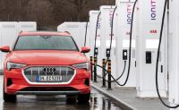 奥迪首款纯电动SUV e-tron因电池短缺减产10000辆