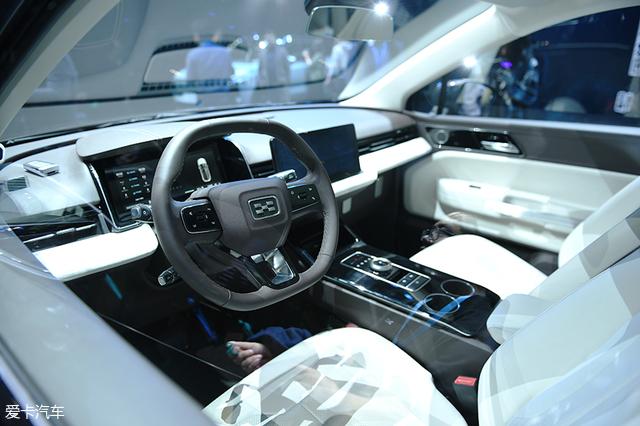 智能纯电SUV 爱驰首款量产车U5全球首秀