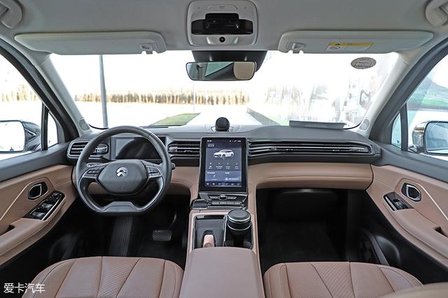 接近特斯拉的行驶质感 测试蔚来ES8