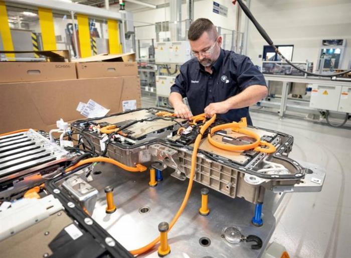 调查显示 纯电动车电池每年衰减2.3%