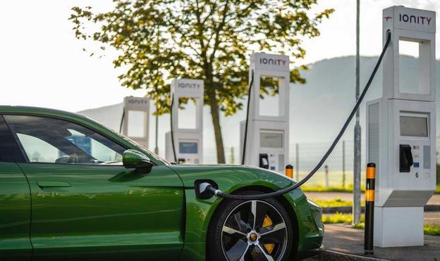 保时捷计划年内将全球充电桩数量扩大至2000个